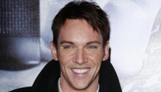 Jonathan Rhys Meyers is still drinking, still being an a-hole at airports