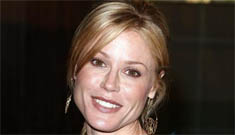 Julie Bowen of 'Modern Family' shares picture of newborn twins breastfeeding