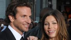 "Bradley Cooper is ""acting single"" & flirtatious with Jessica Biel"