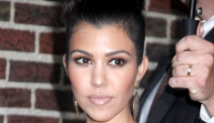 Kourtney Kardashian promotes breastfeeding, despite Kim's ignorant tweets