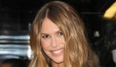 Elle Macpherson is 47 years old, flawless & wearing rubber pants