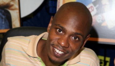 """Dave Chappelle """"freaked out"""" on a private jet, pilot makes emergency landing"""