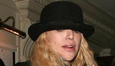 Courtney Love banned from flight for smoking in first class lounge