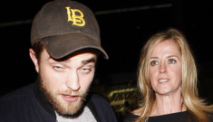 """""""Robert Pattinson parties with clutchy mystery blonde"""" links"""