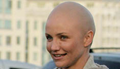 Bald Cameron Diaz on set