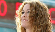 """Alanis Morissette performs on """"The Today Show"""""""