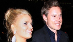 "Jessica Simpson's friends think her boyfriend is ""using her"" for money & fame"