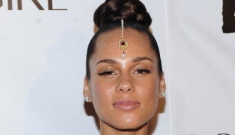 Alicia Keys brings out her forehead bling & smug-face, for charity