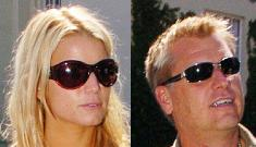 Jessica Simpson denies her dad fit her for a training bra