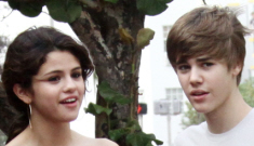 """Justin Bieber & Selena Gomez trot out for a photo op, er, """"second date"""""""