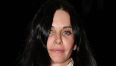 Courteney Cox sends mixed signals to her lover & estranged husband