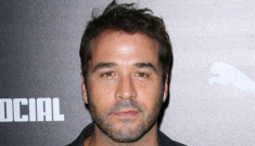 """Jeremy Piven & Miley Cyrus are BFFs, according to him"" links"
