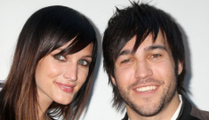 Ashlee Simpson filed for divorce from Pete Wentz (updates)