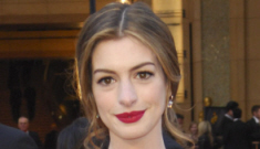 Was Anne Hathaway paid $750,000 to wear Tiffany's jewels during the Oscars?