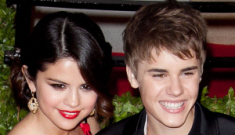 """Selena Gomez tries to """"hide"""" after Justin Bieber's 17th b-day party"""