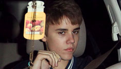 Justin Bieber apologizes for flipping the bird to the paparazzi
