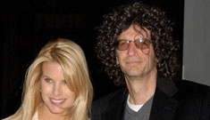 Howard Stern marries longterm girlfriend Beth Ostrosky