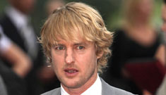 New dad Owen Wilson is hanging out at bars and chatting up women