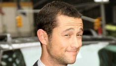 Joseph Gordon Levitt   officially joins the cast of 'The Dark Knight Rises'
