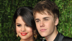 Selena Gomez & Justin Bieber are still being gross together in Hawaii