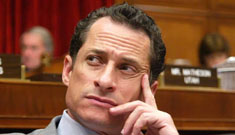 Rep. Anthony Weiner seeks 'treatment,' refuses to resign