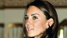 "Duchess Kate & the Queen view Kate's ""creepy"" wedding dress exhibit"