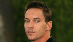 "Jonathan Rhys Meyers is still getting drunk as hell after his ""suicide attempt"""