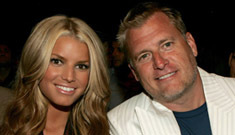 Joe Simpson sells pictures he takes of his daughters