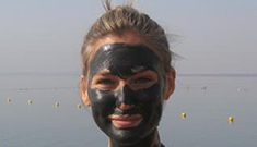 Bar Refaeli studied really hard to be a model, poses while covered in Dead Sea mud