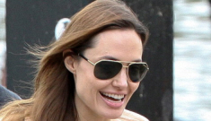 Brad Pitt & Angelina Jolie take the twins out to a puppet   show on a barge