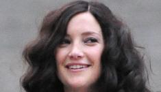 Kate Hudson goes brunette for a serious film: budget wiglet or flattering?