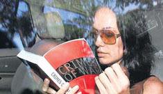 Paparrazi turf war: Angelina convoy crashes into motorcycle (update)