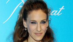 """Sarah Jessica Parker say she's a """"realist"""" about what she looks like: is she?"""