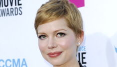 Critics Choice Fashion: Michelle Williams is gorgeous in black-and-white Chanel