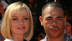"Jaime Pressly and fiance are ""taking a break"""