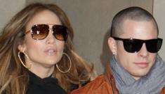 """""""Ten bucks says Jennifer Lopez styles Casper Smart   like he's a doll"""" links"""