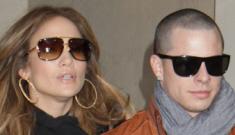 Jennifer Lopez tweets pic of herself & Casper Smart, deletes it quickly