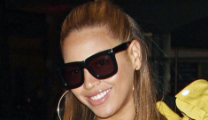 Beyonce & Jay-Z had a date night at last night's NJ Nets- NY Knicks game