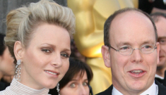 Princess Charlene in white Akris at the Oscars: miserable and escape-proof?