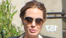 Angelina Jolie does a photo op with the twins & Jane Pitt, post-Leg Incident