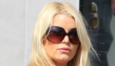 """Jessica Simpson has at least one more month of """"big blob"""" pregnancy left"""