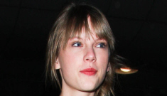 """""""Taylor Swift's travel outfit is surprisingly cute and reasonable"""" links"""