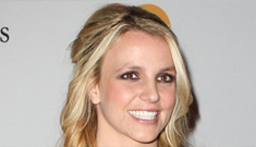 Britney Spears settles lawsuit with bodyguard who says she got naked & farted