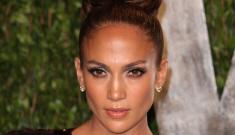"Star: Jennifer Lopez ""will go broke supporting Casper Smart's champagne tastes"""