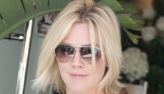 Jennie Garth takes off her wedding ring, keeps the divorce talk sweet and classy