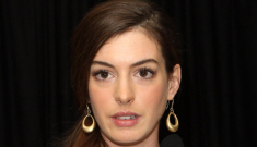 Is Anne Hathaway being forced to lose 16 pounds in three weeks for 'Les Mis'?