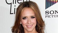 Jennifer Love Hewitt: I'm single, Adam Levine is single, we'd be cute