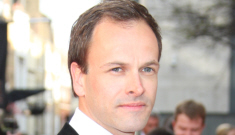 Jonny Lee Miller looks hot, wins Olivier Award, doesn't discuss his ex-wife