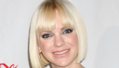Anna Faris & Chris Pratt are expecting their first baby, Anna is due in the fall