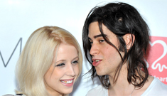 Peaches Geldof looks really skinny just a month after giving birth, right?